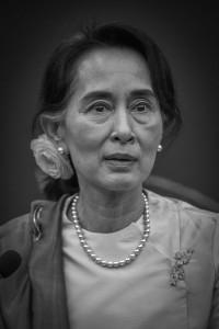 Aung_San_Suu_Kyi_par_Claude_Truong-Ngoc_octobre_2013